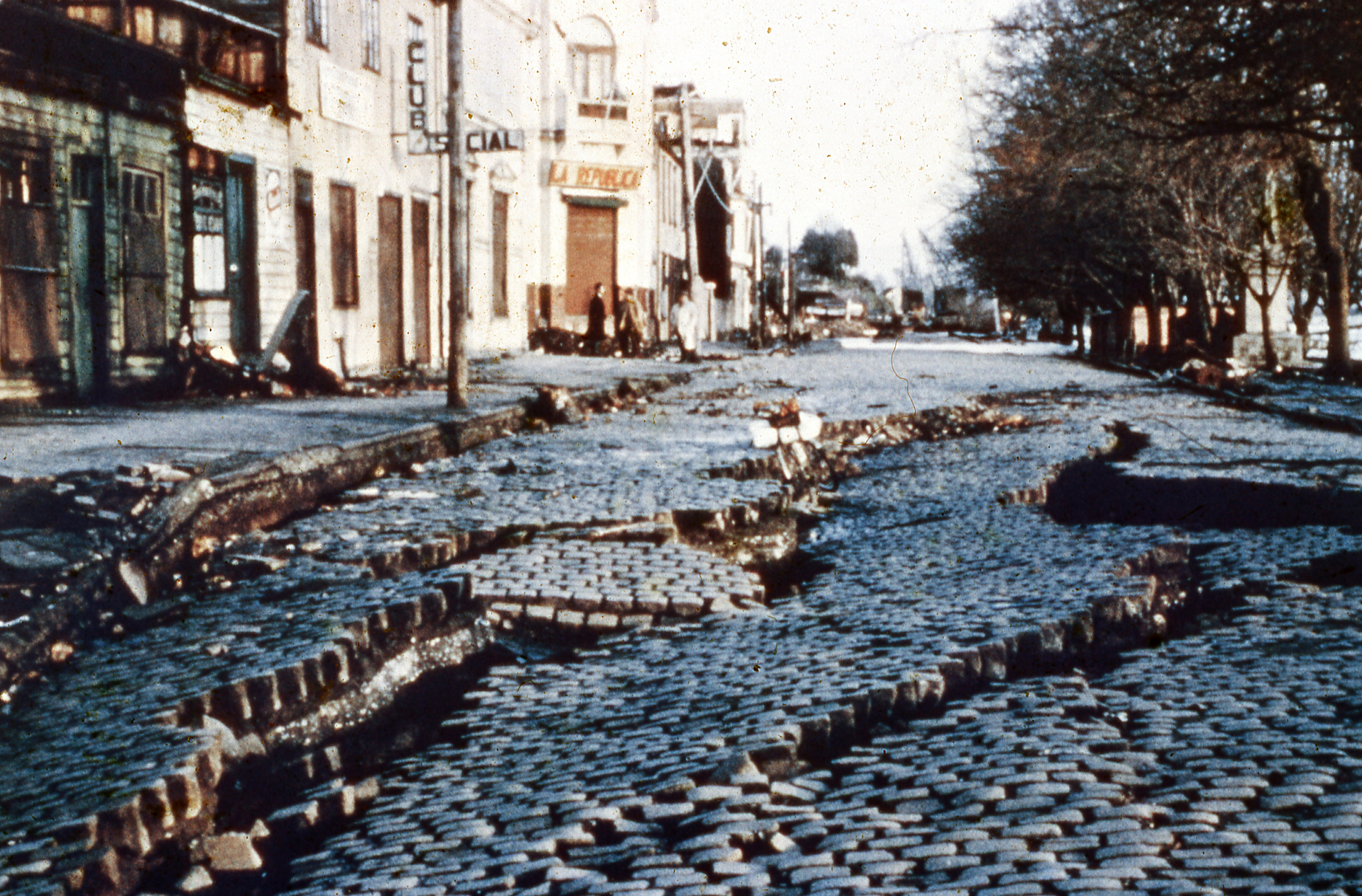 Enterreno - Fotos históricas de chile - fotos antiguas de Chile - Valdivia post terremoto de 1960