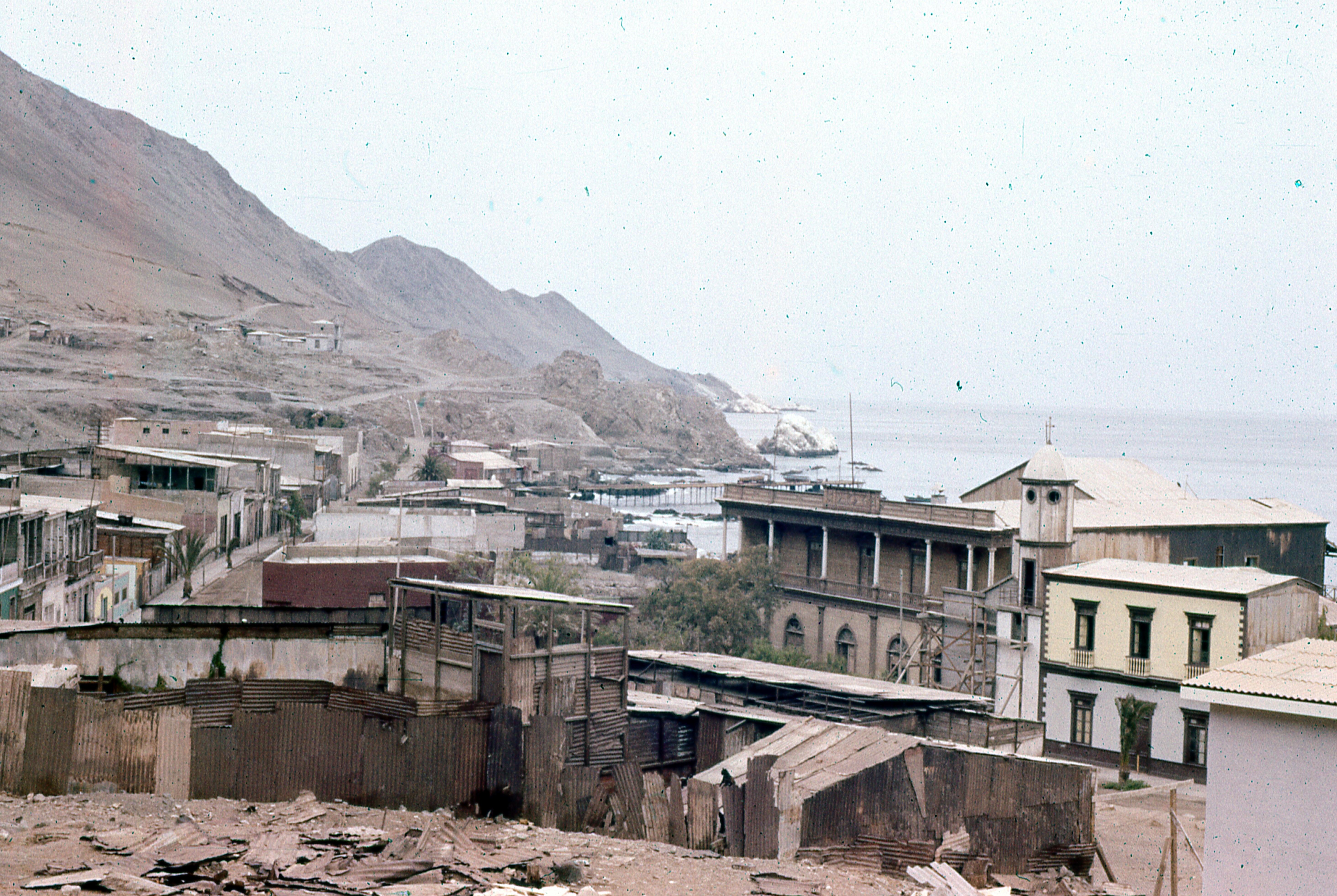 Enterreno - Fotos históricas de chile - fotos antiguas de Chile - Pisagua, 1977