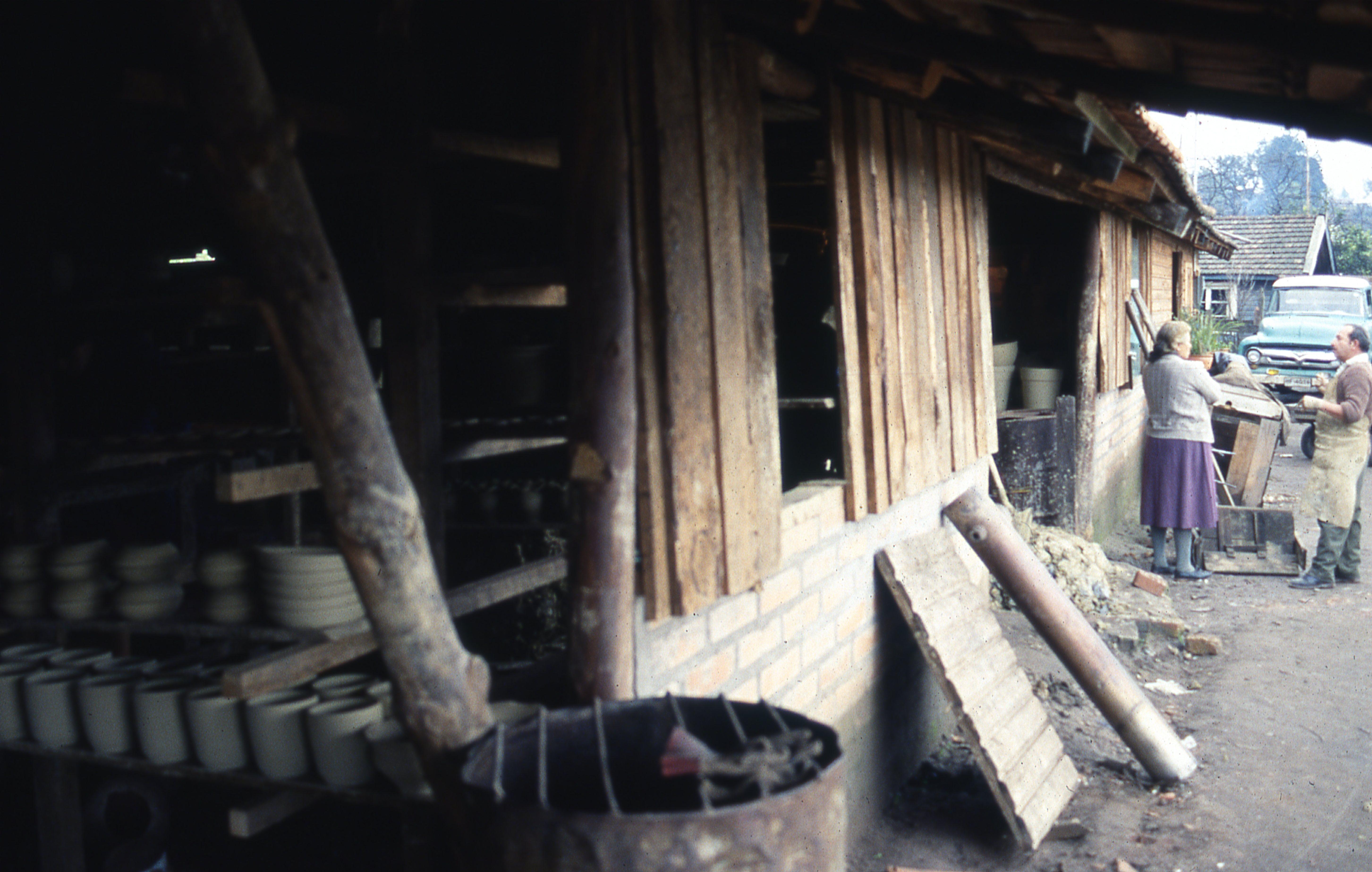Enterreno - Fotos históricas de chile - fotos antiguas de Chile - Pomaire, 1977