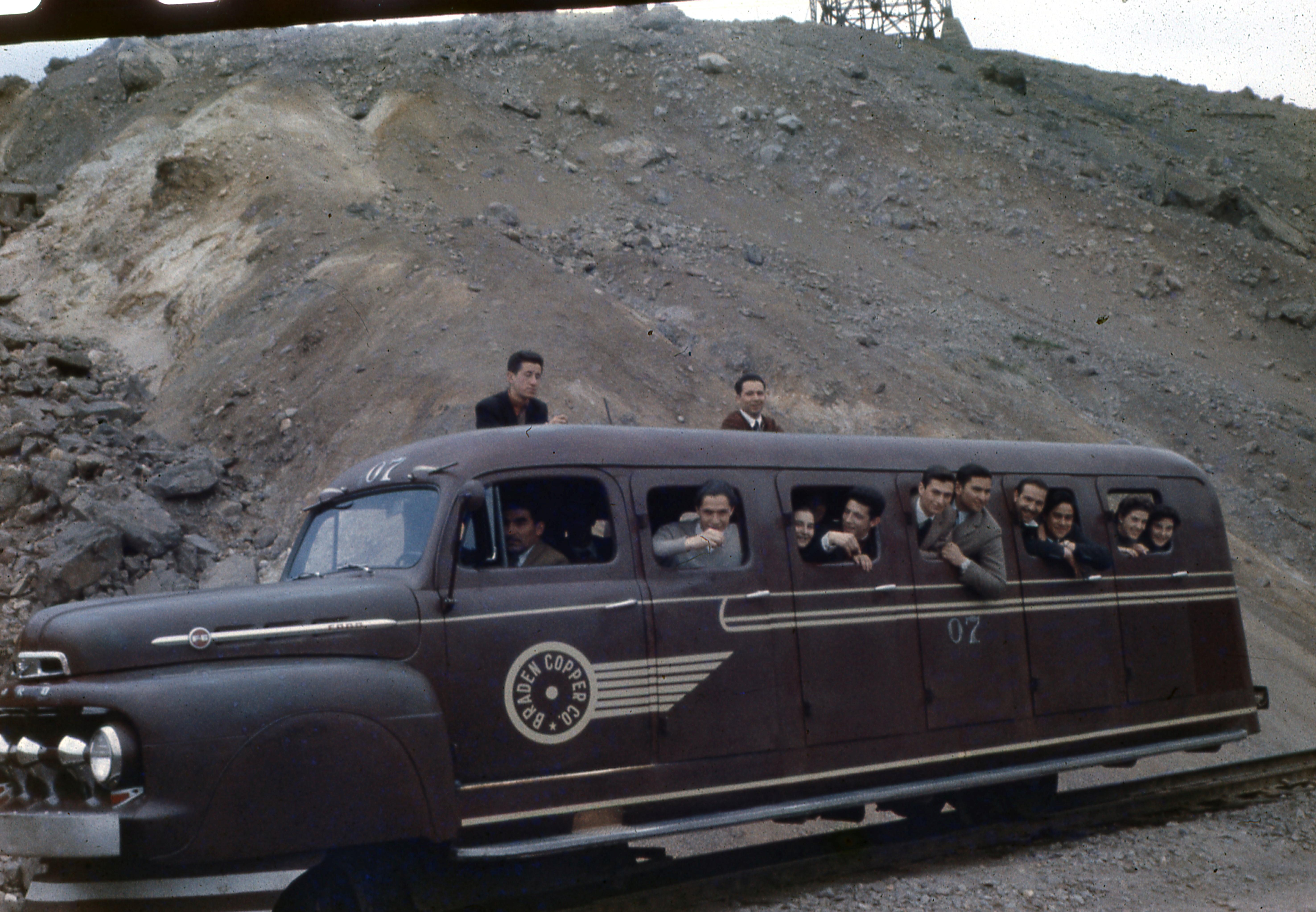 Enterreno - Fotos históricas de chile - fotos antiguas de Chile - Sewell, 1955