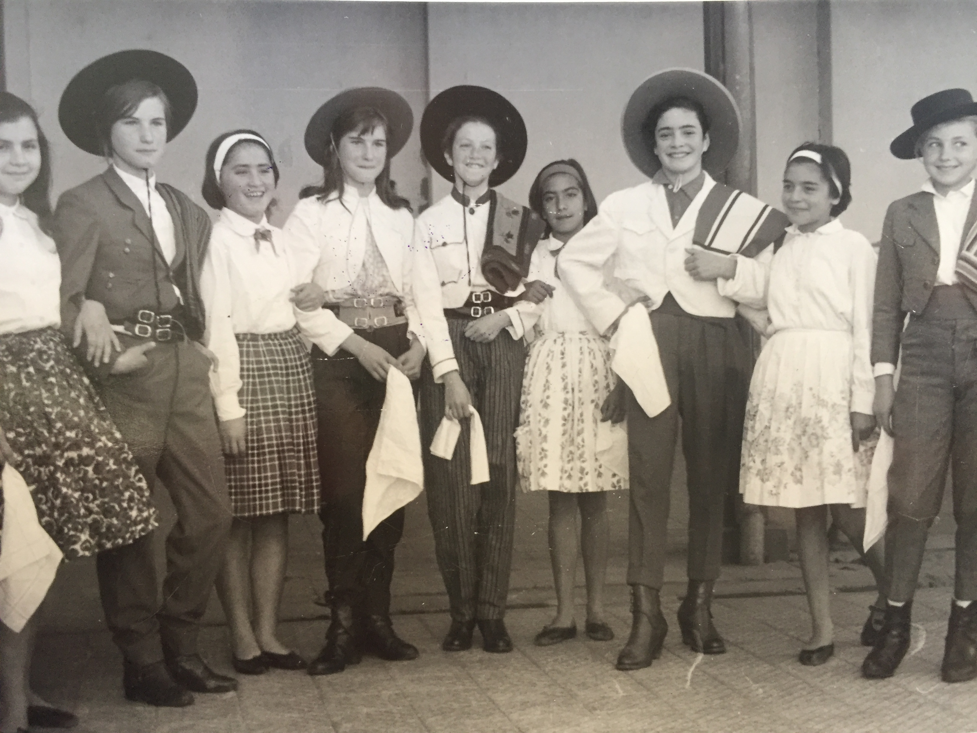 Enterreno - Fotos históricas de chile - fotos antiguas de Chile - Fiestas Patrias en Cauquenes, 1964