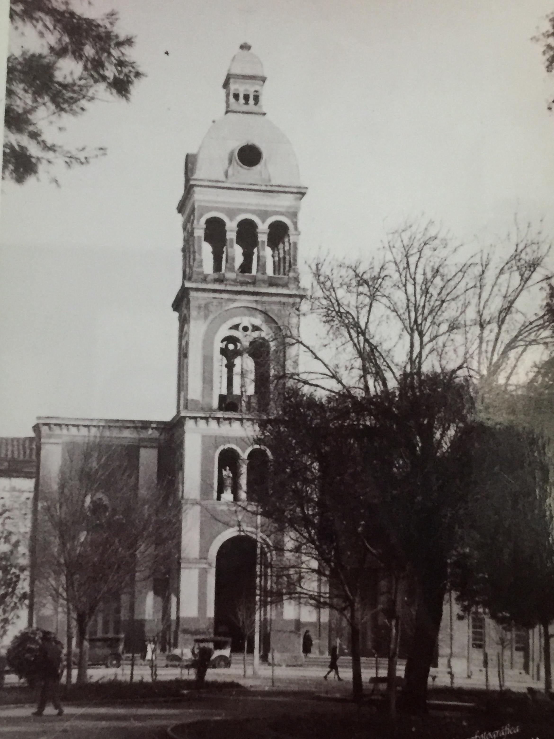Enterreno - Fotos históricas de chile - fotos antiguas de Chile - Iglesia de Santo Domingo Cauquenes, 1925