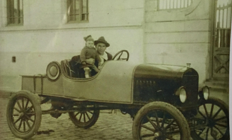 Enterreno - Fotos históricas de chile - fotos antiguas de Chile - Automóvil en Cauquenes, 1920