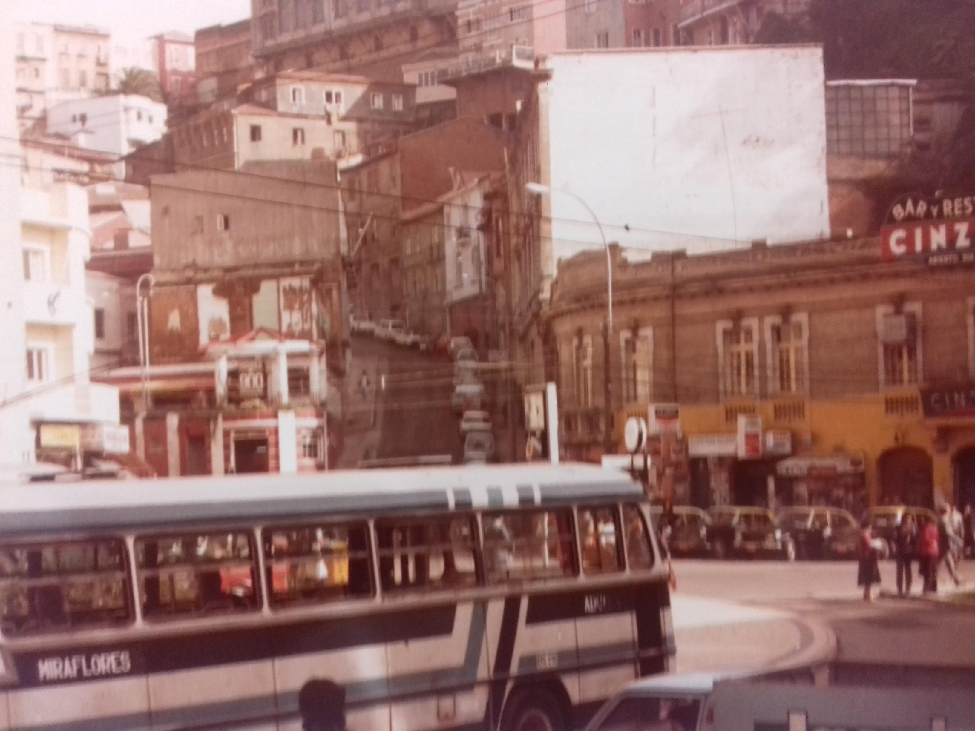 Enterreno - Fotos históricas de chile - fotos antiguas de Chile - Valparaíso, 1982