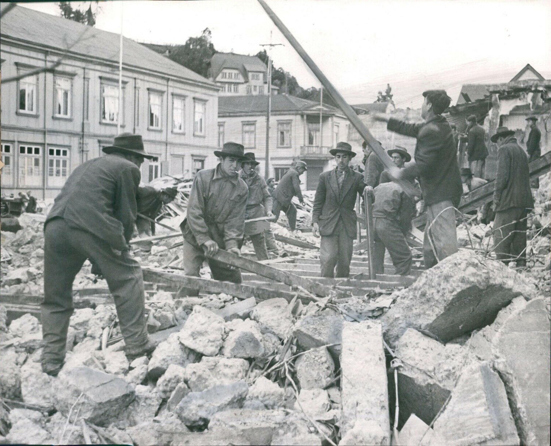 Enterreno - Fotos históricas de chile - fotos antiguas de Chile - Terremoto en Puerto Montt, 1960