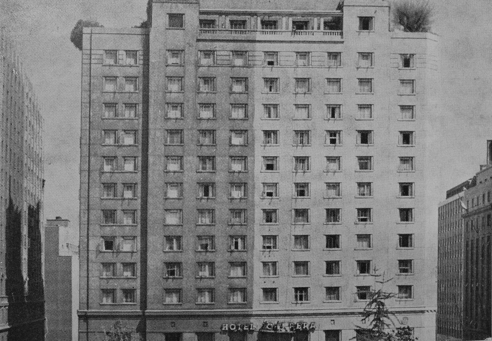 Enterreno - Fotos históricas de chile - fotos antiguas de Chile - Limpieza Hotel Carrera, 1963