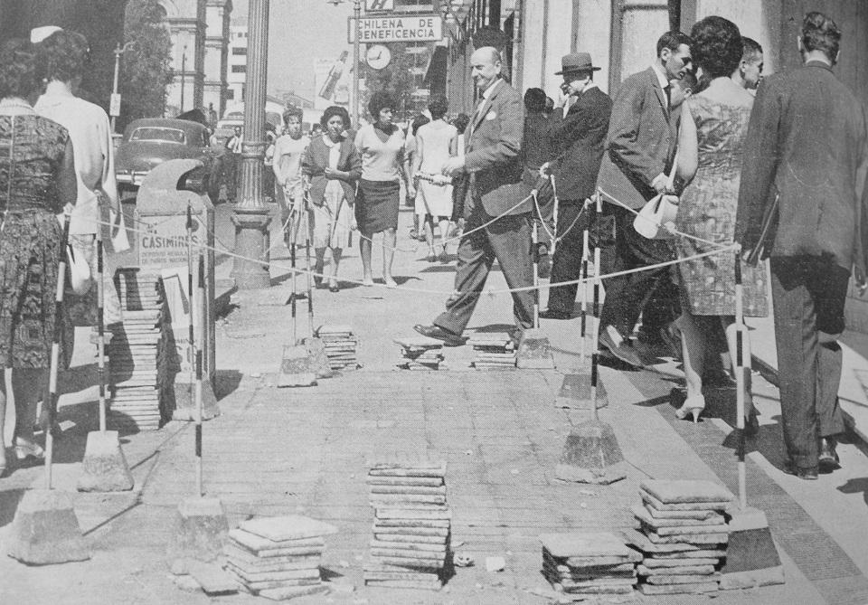 Enterreno - Fotos históricas de chile - fotos antiguas de Chile - Calle Bandera, 1965