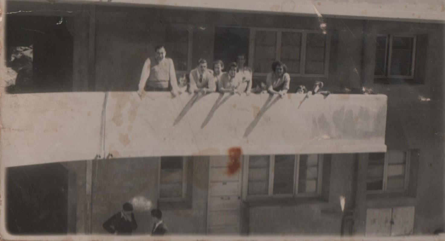 Enterreno - Fotos históricas de chile - fotos antiguas de Chile - Residentes población Marquez, Valparaíso, 1950