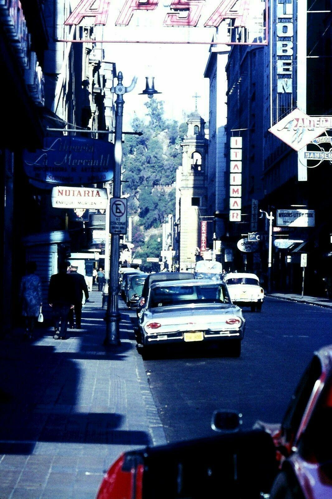 Enterreno - Fotos históricas de chile - fotos antiguas de Chile - Santiago, Calle Agustinas, 1965