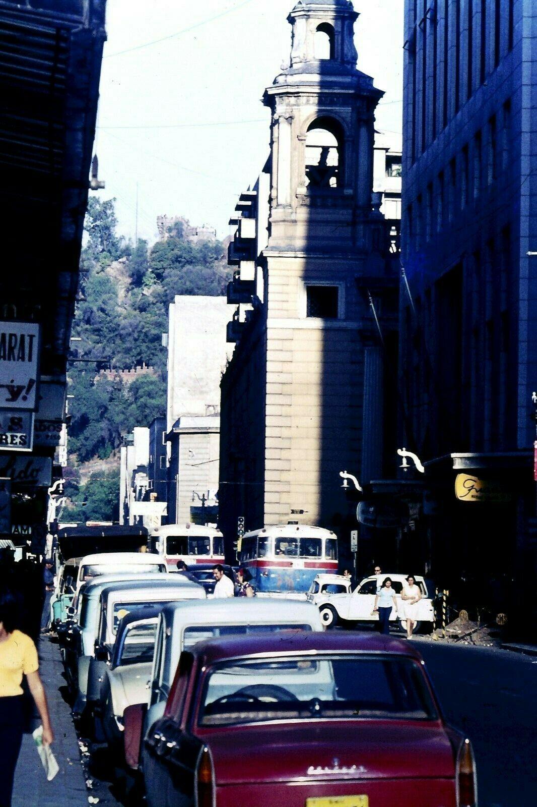 Enterreno - Fotos históricas de chile - fotos antiguas de Chile - Santiago: Iglesia de las Agustinas, 1965