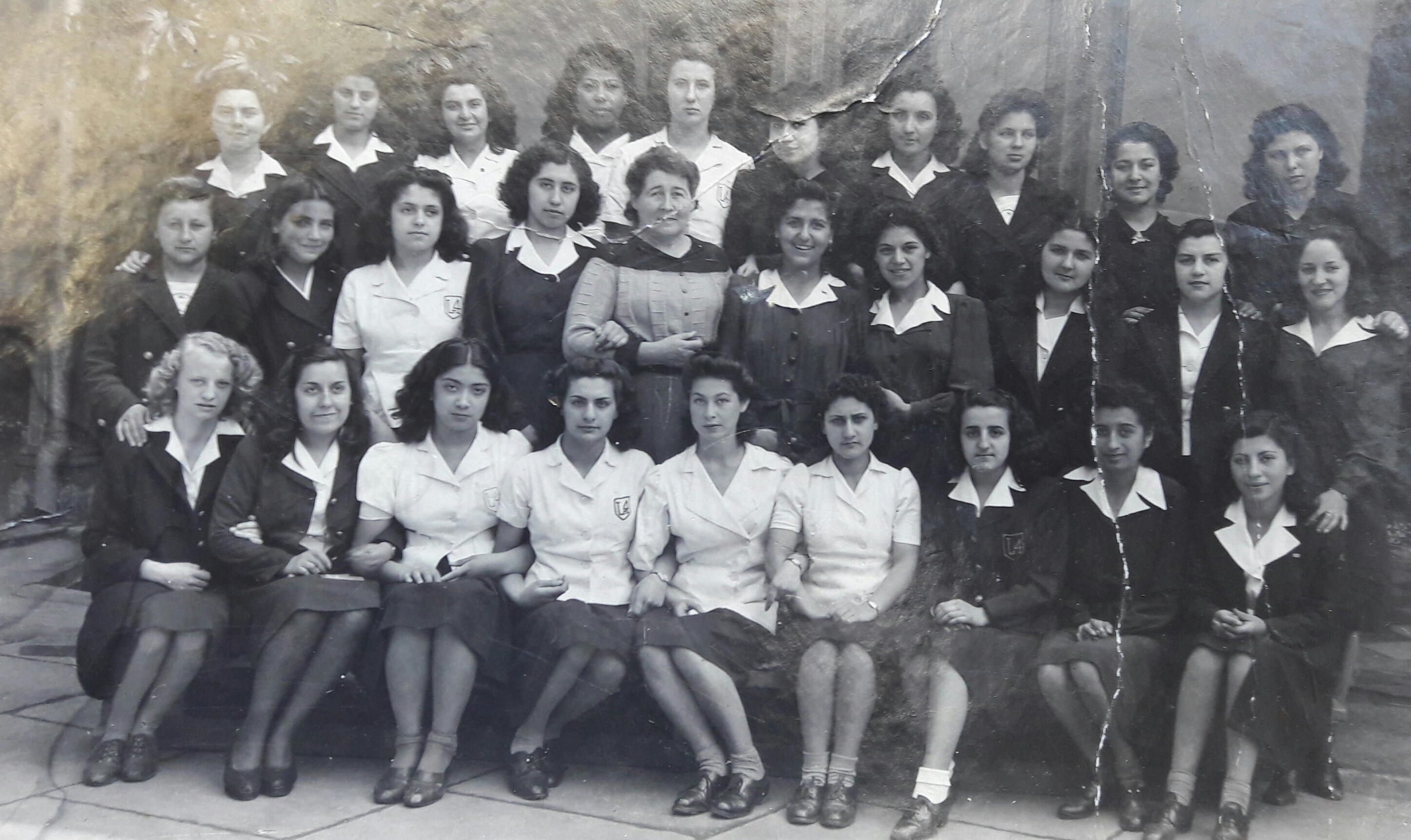 Enterreno - Fotos históricas de chile - fotos antiguas de Chile - Liceo 4, 1942