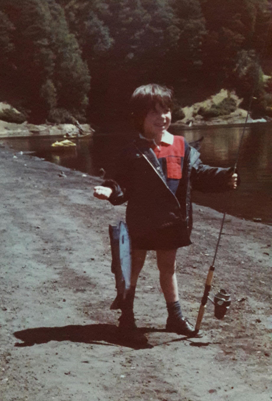 Enterreno - Fotos históricas de chile - fotos antiguas de Chile - Pescando en el Sur, 1981