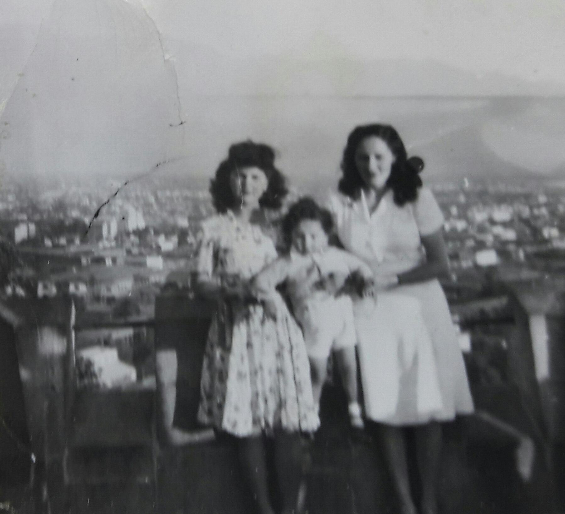 Enterreno - Fotos históricas de chile - fotos antiguas de Chile - Cerro Santa Lucía, 1945