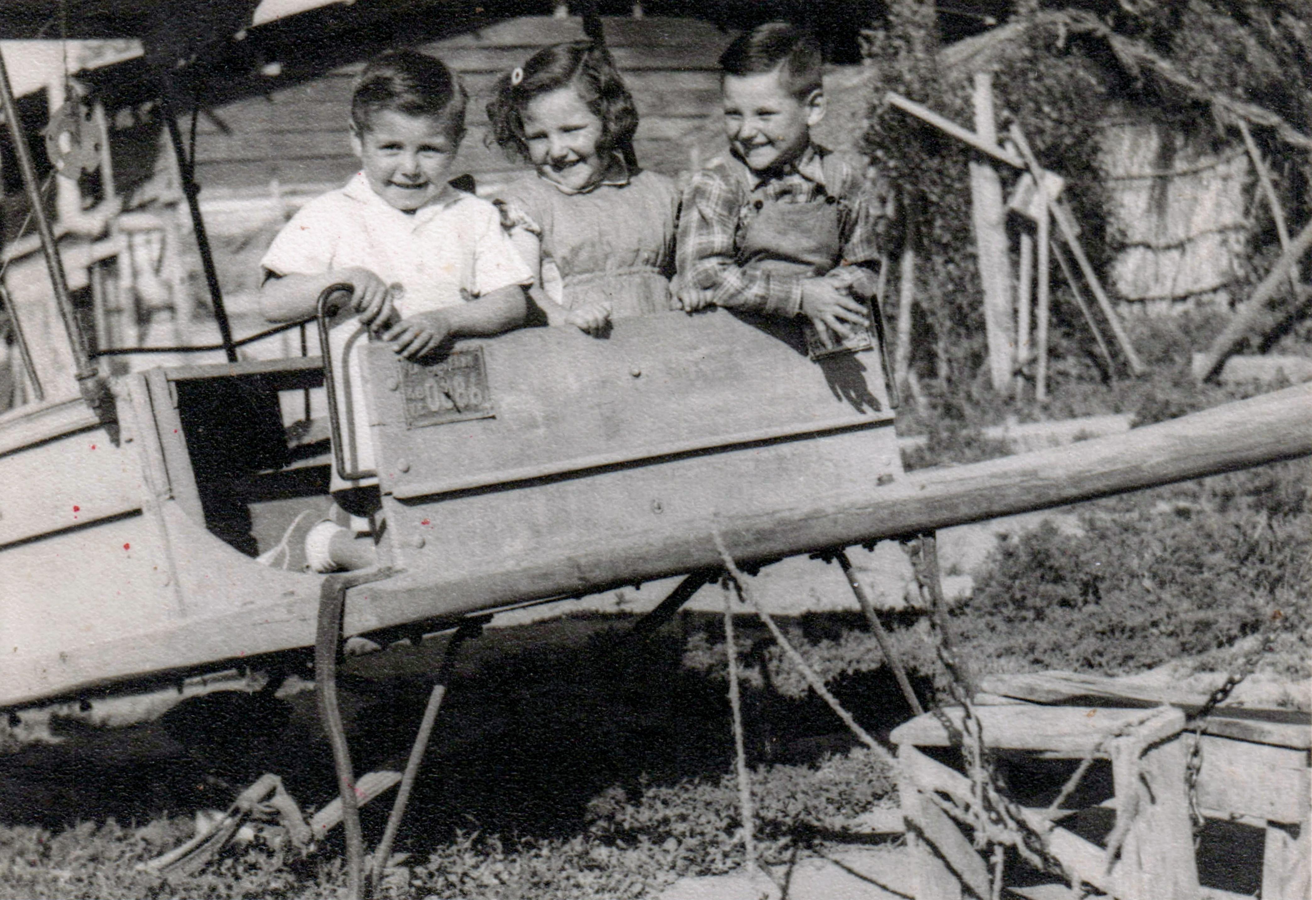 Enterreno - Fotos históricas de chile - fotos antiguas de Chile - Niños jugando, 1950s