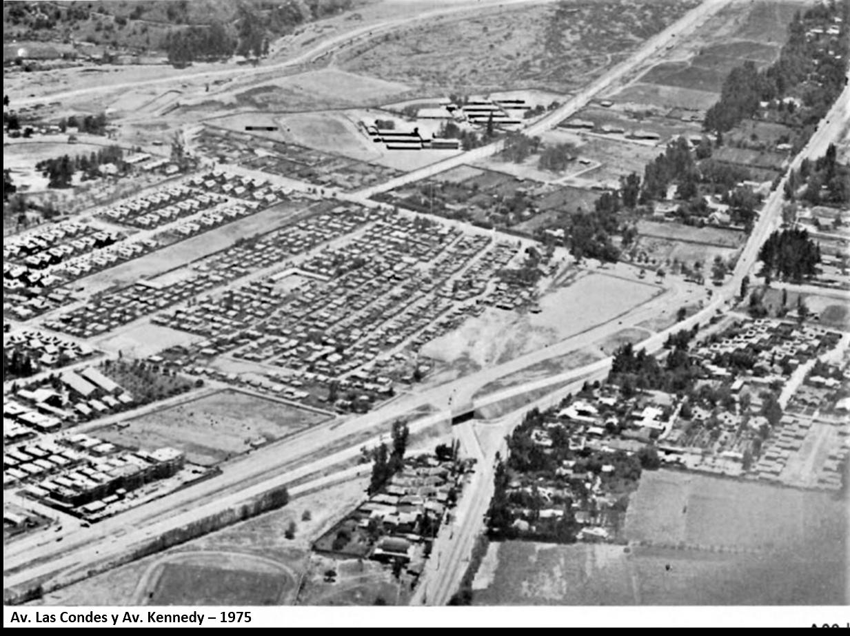 Enterreno - Fotos históricas de chile - fotos antiguas de Chile - Av Las Condes con Av Kennedy, 1975