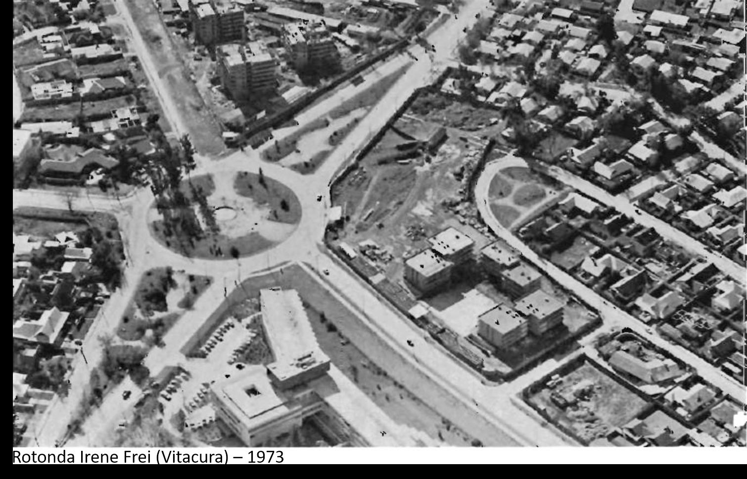 Enterreno - Fotos históricas de chile - fotos antiguas de Chile - Rotonda Irene Frei de Cid (Vitacura), 1973