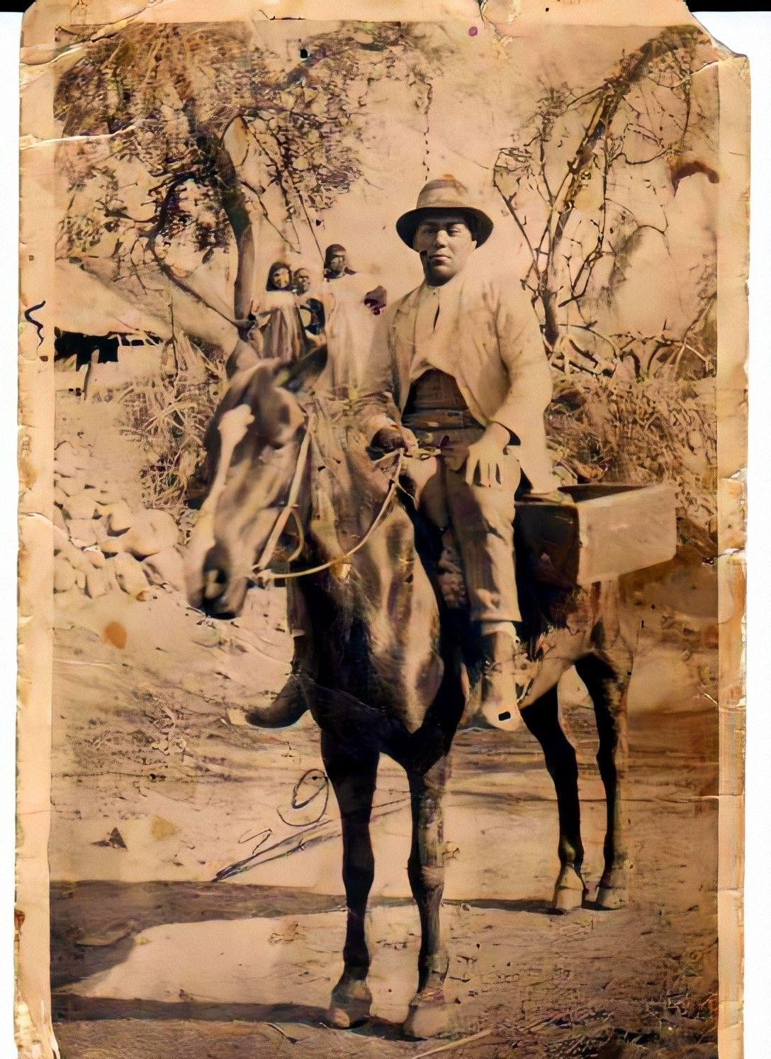 Enterreno - Fotos históricas de chile - fotos antiguas de Chile - Vendedor ambulante a caballo, 1914
