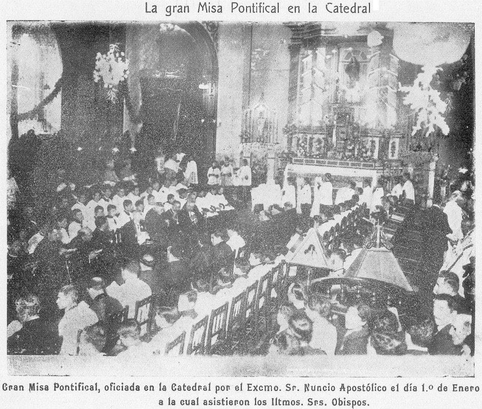 Enterreno - Fotos históricas de chile - fotos antiguas de Chile - Misa Pontifical en la antigua Catedral de Concepción, 1939