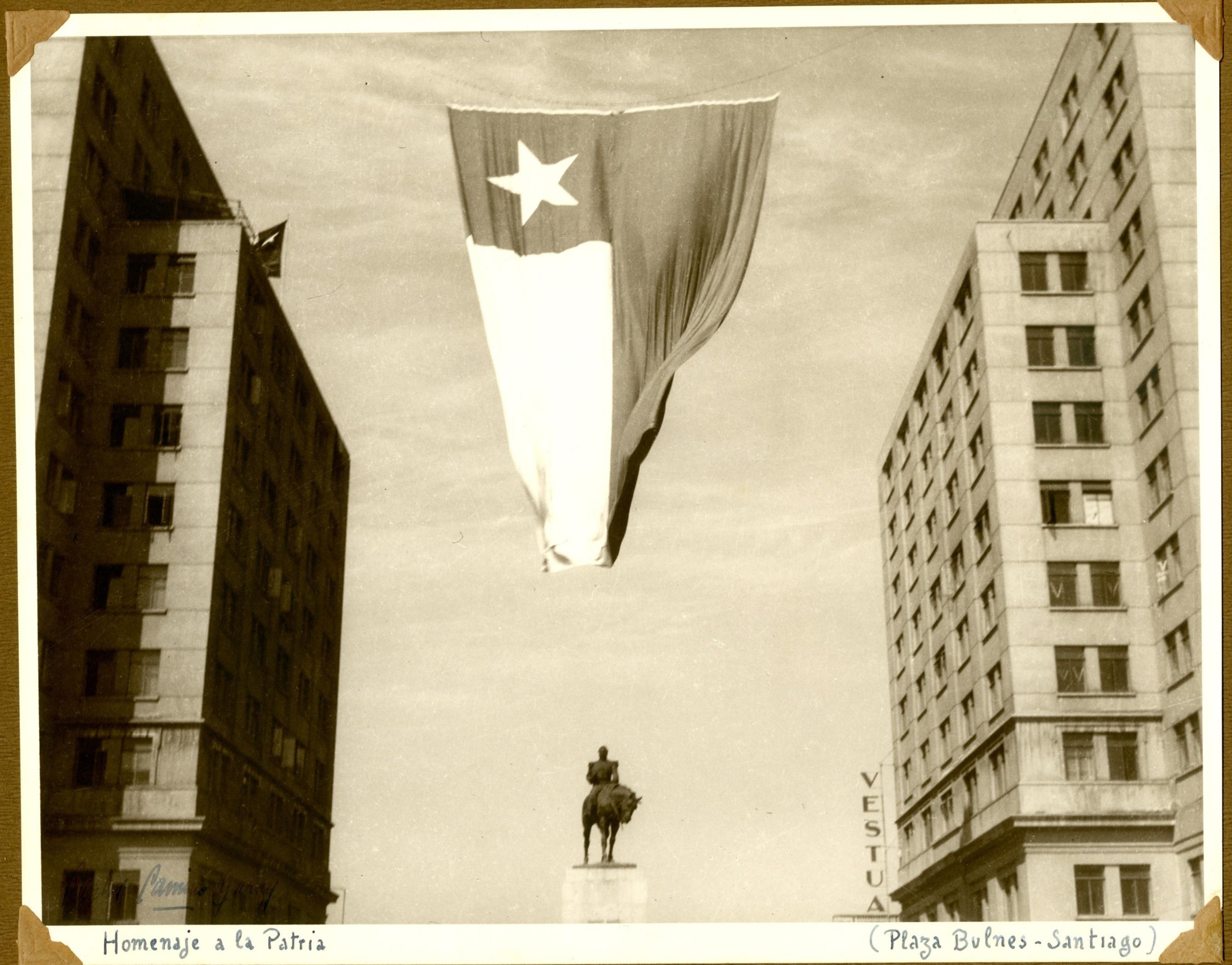 Enterreno - Fotos históricas de chile - fotos antiguas de Chile - Plaza Bulnes