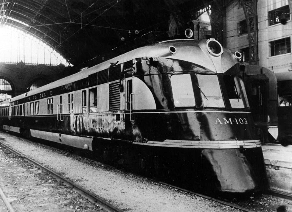 Enterreno - Fotos históricas de chile - fotos antiguas de Chile - Tren Flecha del Sur en Estación Mapocho, 1950