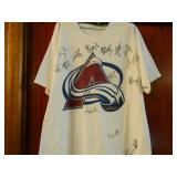 Stanley Cup Avalance signed t-shirt
