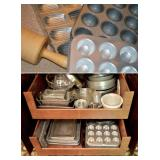 Lots of Bakeware & Cake Decorating Items