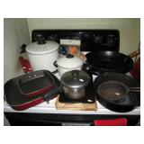 Kitchen: Cooking pans & pots