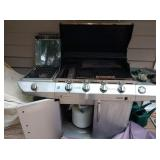 Back Yard: Quantum  Grill-Extra Burner on the side w/Sure Fire Ign.