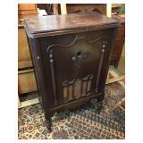 Vtg Radio in Wood Cabinet