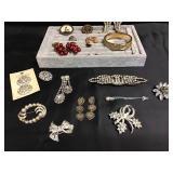 Vtg Rhinestone Jewelry, Gold Bangle