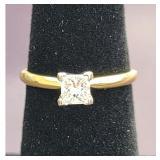 Ladies 14K Gold Ring With Diamond Ring 2.5 Grams