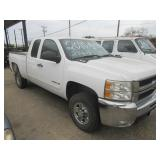 2010 CHEVROLET SILVERADO 2500HD, VORTEC V-8, MILEAGE 267,697, CLOTH INTERIOR, NICE TRUCK, COME AND S