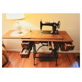 Antique Economy Plymouth sewing machine w/wooden table