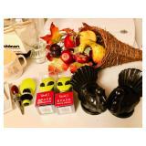 Thanksgiving items, wine toppser