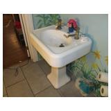 Antique pedestal sink