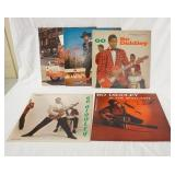 1058LOT OF FIVE BO DIDDLEY CHESS/CHECKER BLACK LABEL ALBUMS; GUNSLINGER, HAVE GUITAR WILL TRAVEL, G