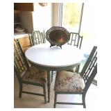 Kitchen table w/4 chairs & leaf