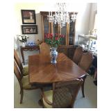 Dining Room Table w/6 chairs & leaf