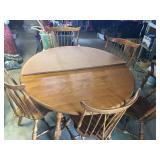 Maple Dining Table w/5 chairs, 2 tables leaves & protective pads