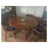 Maple Dining Table w6 chair & 2 leaves