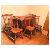 Maple Dining Room Table w/6 Chairs & 2 table Leaves