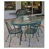 Green Metal table w/ 4 chairs