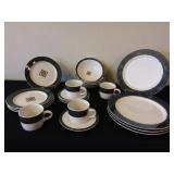 863216-Pfaltsgraff 20 Pieces Dinnerware Set NIB