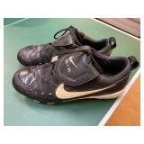 BRAVES Julio Franco signed cleats