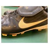 Julio Franco signed cleats