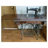 Anique Sewing machne with cabinet