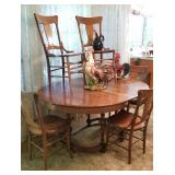 Beautiful oak dining room table & chairs