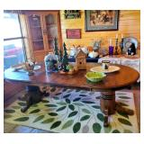 Beautiful Pedastal Farmhouse Style Table with extra leaves as shown in the picture