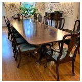 ABSOLUTELY EXQUISITE MAHOGANY SATIN BANDED HENKEL-HARRIS DINING ROOM 8FT (no leaves) with Pads and 2
