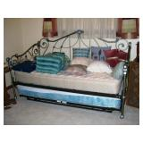 Day/Trundle bed
